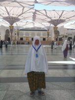 Jamaah City Madinah di pelataran Masjid Nabawi